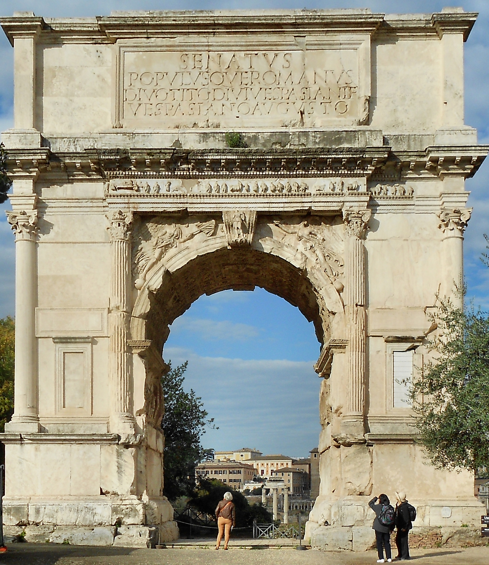 Western façade of the triumphal arch of Titus (2)