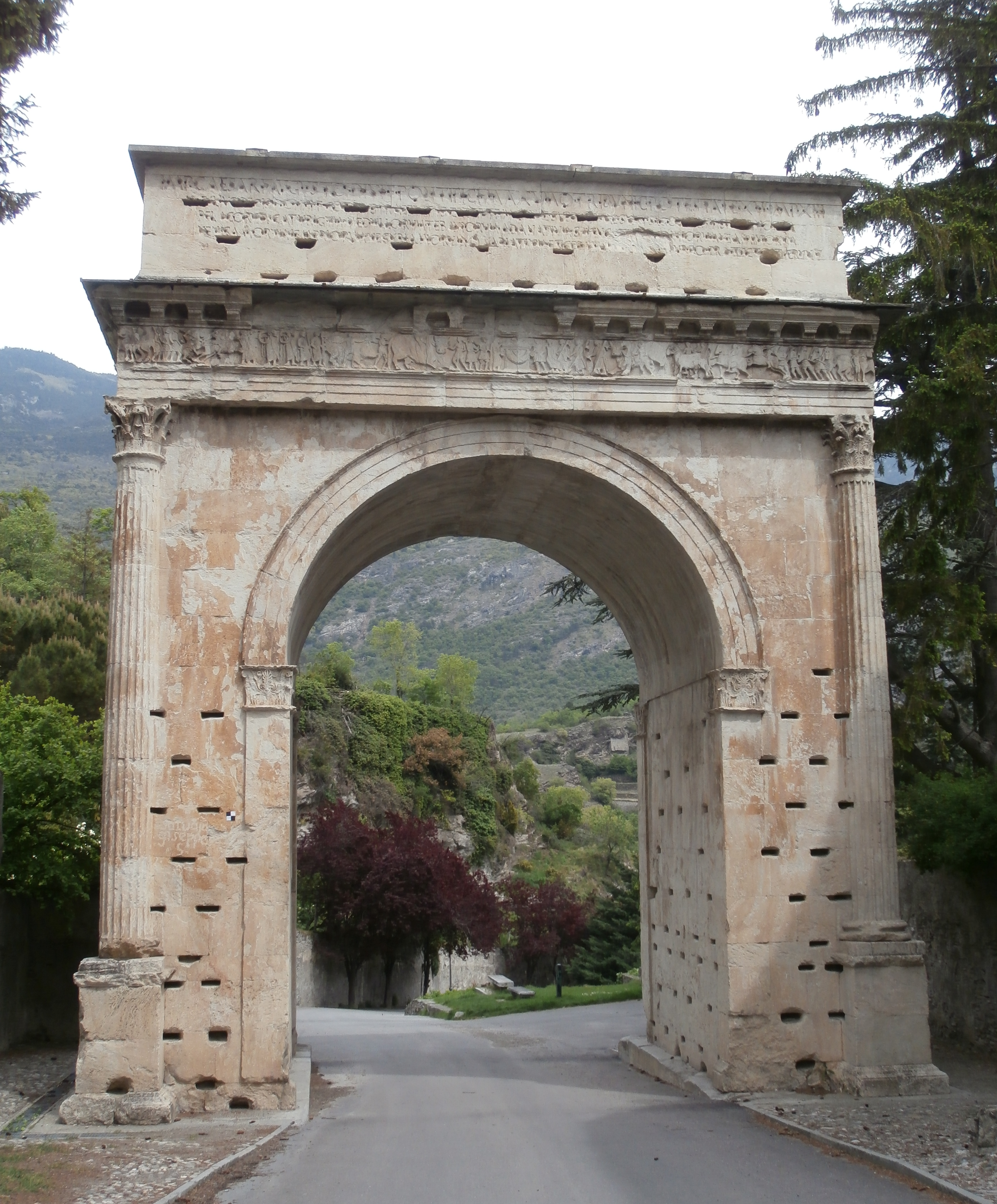 Arch of Augustus (Susa)